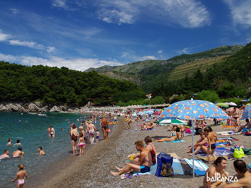 "Пляж ""Лючице"" в Петроваце, Черногория"