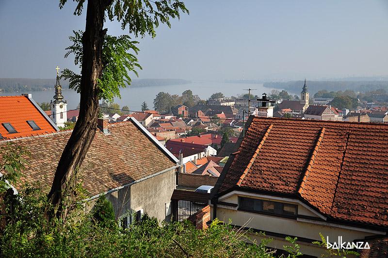 Вид с холма Гардош на Земун. Белград