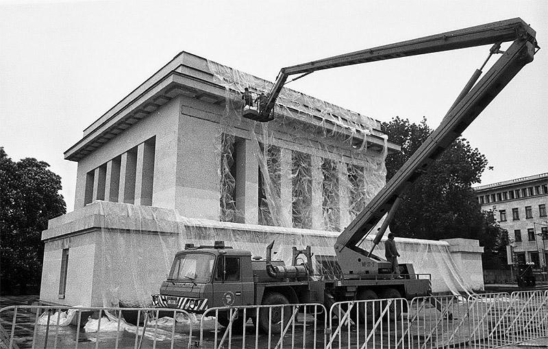 Демонтаж мавзолея Георги Димитрова, Болгария